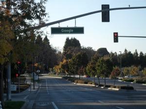 Au bord du complexe de Google, Mountain View.